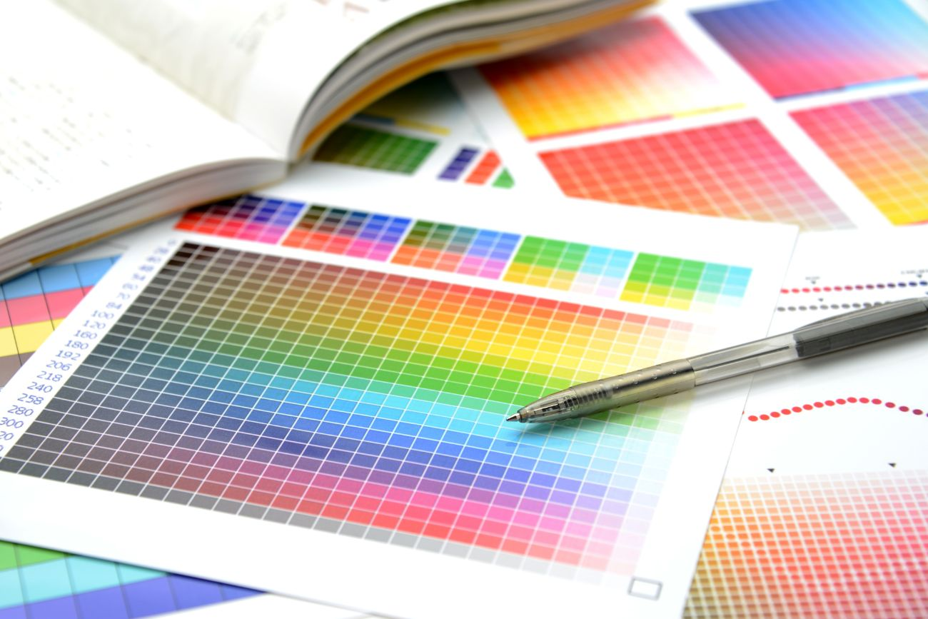 サービス導入企業へのアンケート実施により、リアリティーのある有益性を訴求したパンフレット制作
