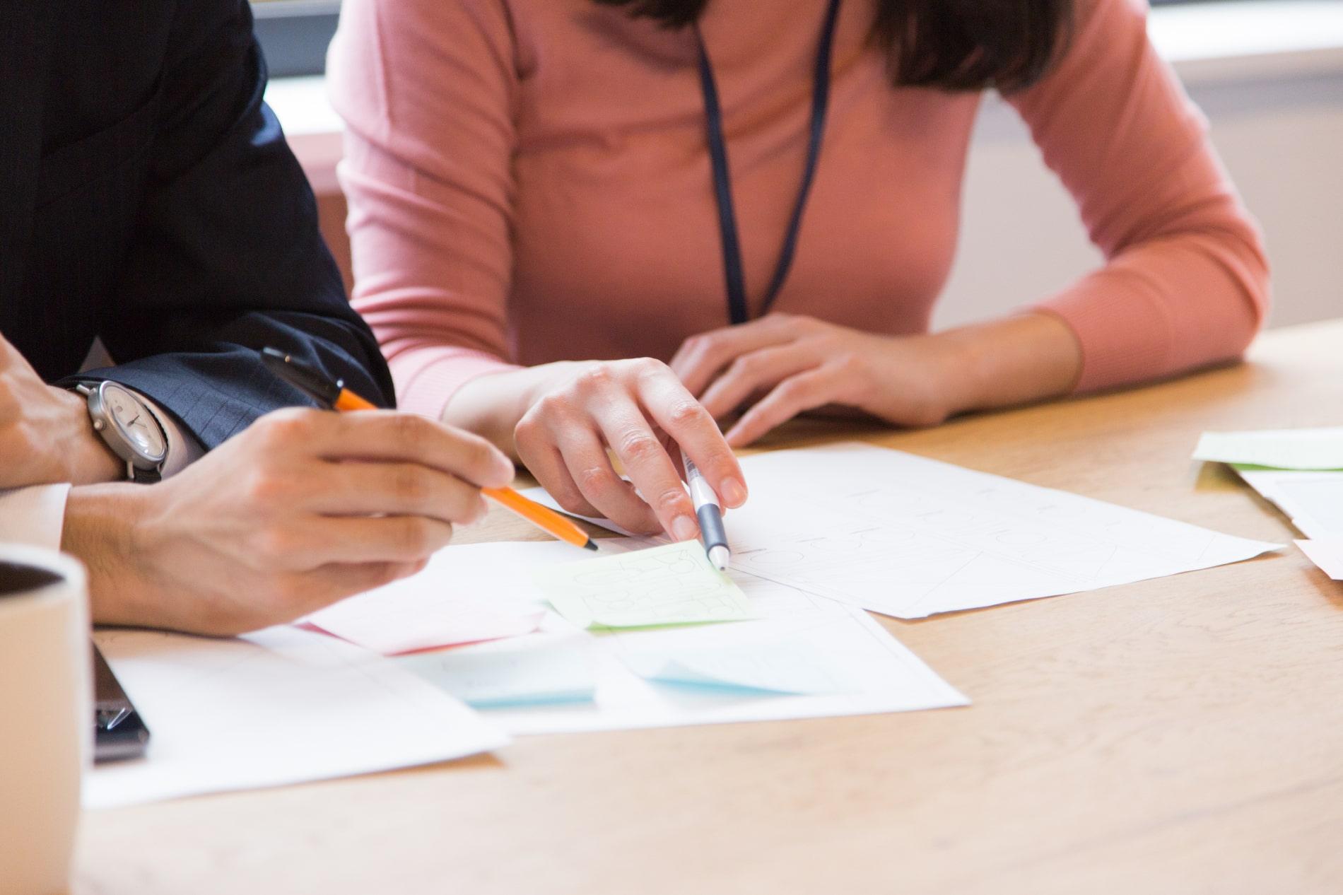 マーケティング思考を営業力に直結させる気づき誘発型マーケティング研修